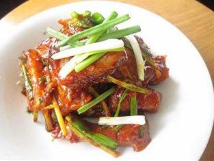 Korean Spicy Pork Ribs (ကိုရီးယား ဝက္နံ႐ိုး အစပ္ေၾကာ္)