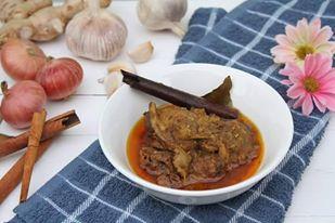 အိမ္ေထာင္း ဟင္းခတ္အေမႊးအၾကိဳင္ ဘဲသားခ်က္ (Duck with Homemade Spices Curry)