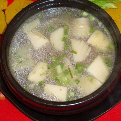 ၾကက္သားမွ်စ္ခ်ဥ္ဟင္းခ်ဳိ (Chicken Soup With Bamboo Shoots)