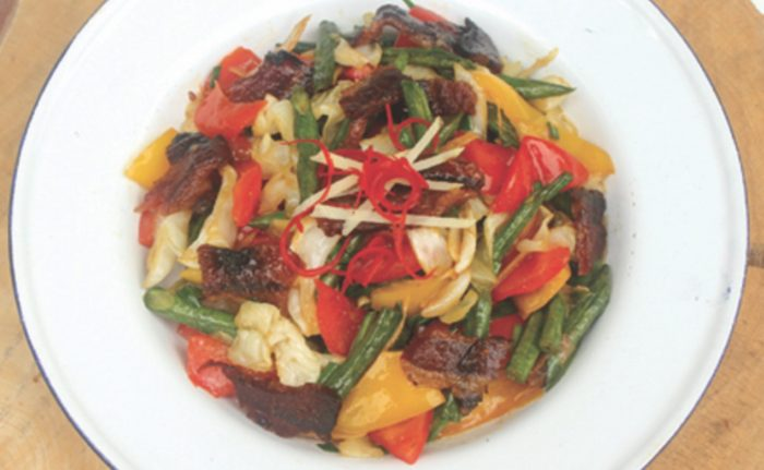 အသီးအရြက္ႏွင့္ လိေမၼာ္ပ်ားရည္ဆမ္း ဝက္သားျပားေၾကာ္ (Orange Honey Bacon with Vegetable Stir Fried)