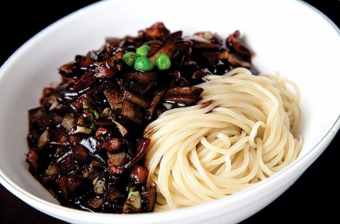 ပဲေခါက္ဆြဲ Jjajangmyeon (Noodles in Black Bean Sauce)