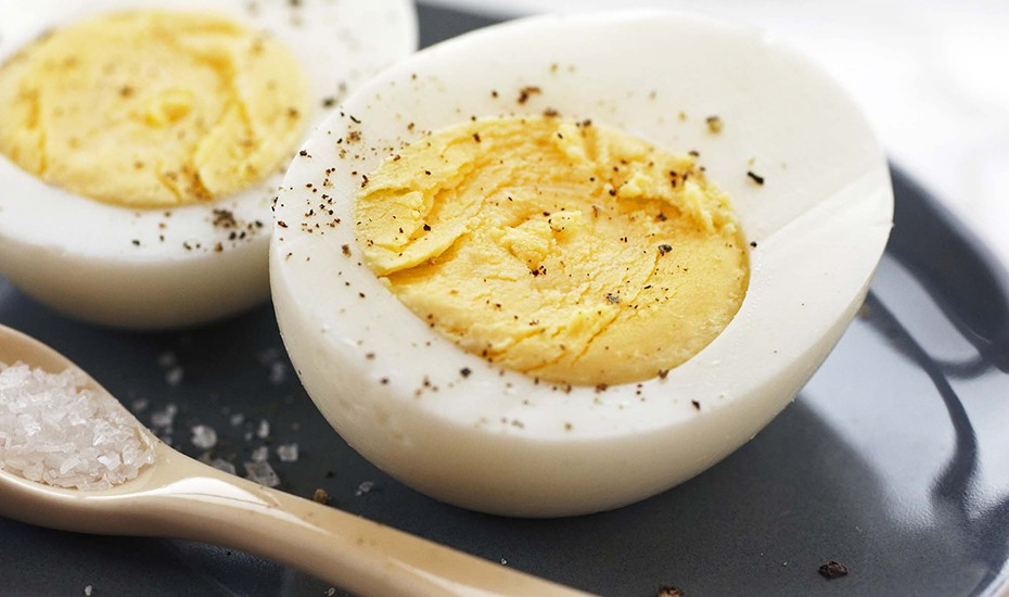 how-to-hard-boil-eggs-930x550