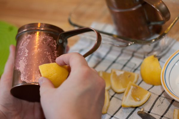 copper-cleaning-with-lemon