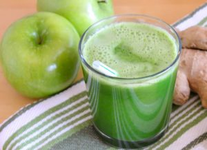 clean-your-body-toxins-apple-and-ginger-juice