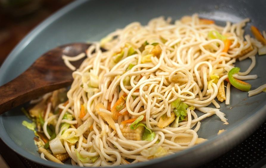 aid1346694-900px-Make-Chinese-Noodles-and-Vegetables-Step-6