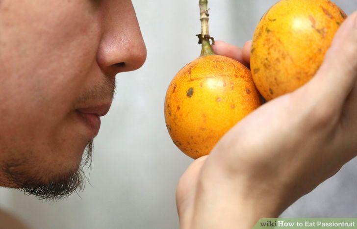 aid3077659-728px-Eat-Passionfruit-Step-3