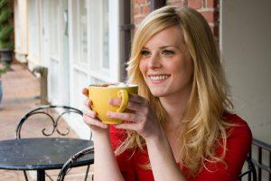 woman-drinking-coffee-in-cafe_fwsb01