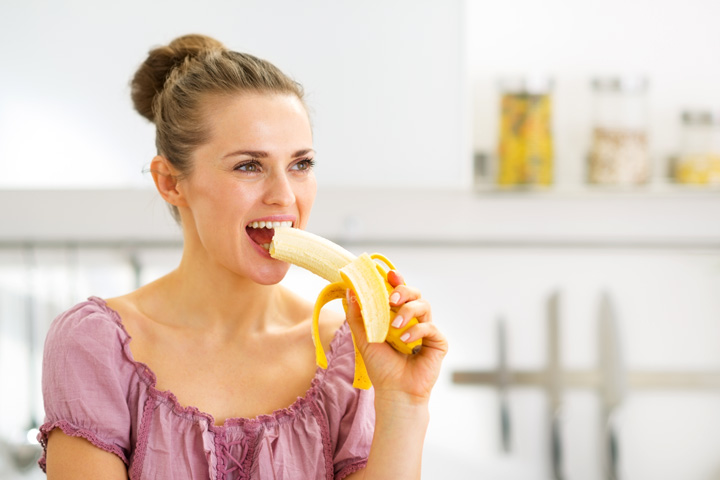 Eat-Banana-While-Breastfeeding