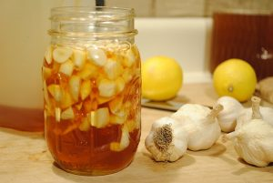 clear-clogged-arteries-eliminate-bad-cholesterol-from-your-bloodstream-using-this-garlic-remedy