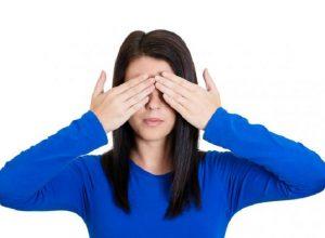 woman-avoidance-closed-eyes
