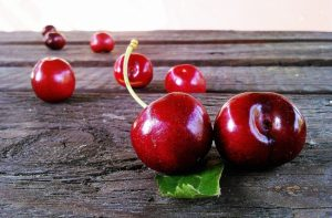 11760460-cherries-fruit-red-sweet-52991-1486101133-650-a7d1747966-1487338341