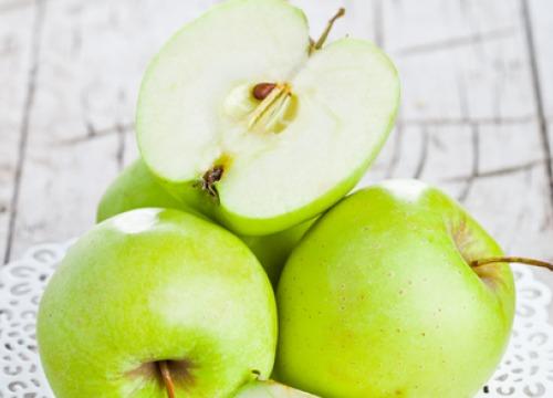 မနက္ေစာေစာ ဘာမွမစားေသးခင္ အစိမ္းေရာင္ ပန္းသီး စားေပးျခင္းရဲ့ က်န္းမာေရးအက်ိဳးေက်းဇူးေတြ