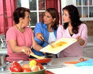 17044-hispanic-women-preparing-food-pv