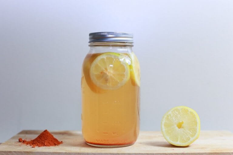 Bebida-de-cúrcuma-y-limón-para-adelgazar-y-mejorar-la-digestión-768x512