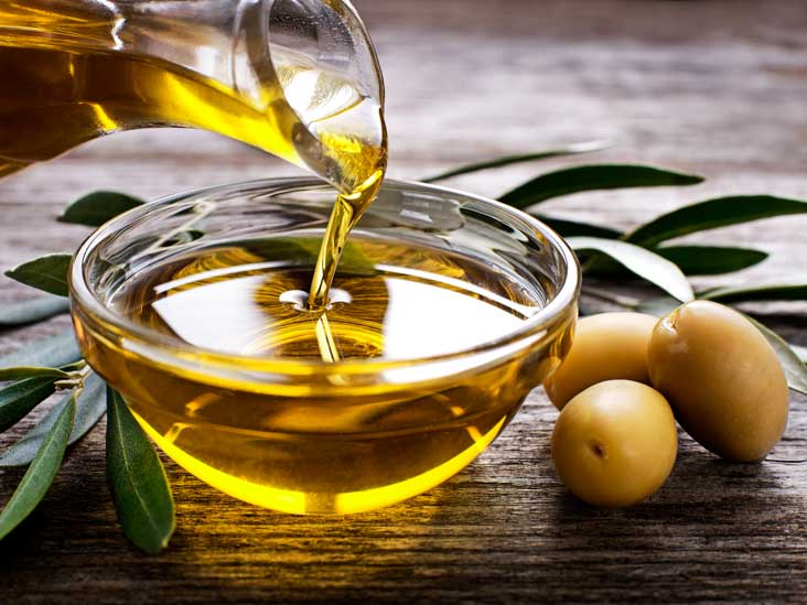 AN257-Pouring-Olive-Oil-732x549-thumb